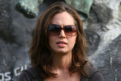 Eliza Dushku trying to look European